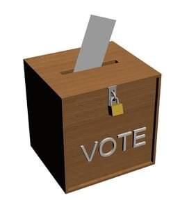 Wahlurne mit Wahlkuvert